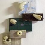 Navegantes 2, Boyas sobre madera con papel impreso, 40 cm x 55 cm. Farol de Santa Marta, Brasil, 2002.