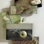 Navegantes 1, Boyas sobre madera con papel impreso, 40 cm x 55 cm. Farol de Santa Marta, Brasil, 2002.